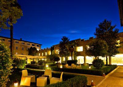 cenacolo_assisi_patio_night2